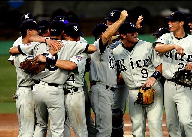 baseball-team-1526701_640